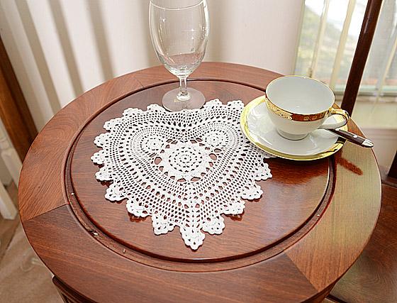 crochet heart doilies. white crochet doilies.