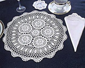 """18"""" Round Crochet Placemat"""
