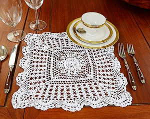 crochet lace, crcohet square placemat, crochet 14 inchs square.