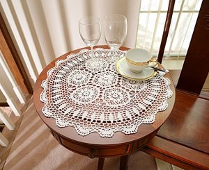 crochet round placemat, crochet white, cround 18 inches round.